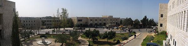 جامعة بيرزيت، في محافظة رام الله - واحدة من الجامعات المميَزة في الشرق الأوسط حاليا.[86]