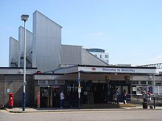 Bletchley railway station - Image: Bletchley Station 02 (25 08 2007)