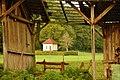 Blick durch einen Schuppen bei dem Museums Radweg, Würm.Rad.Weg - Heckengäu Natur Nah, Skulpturenweg, Sculptoura, Kunst in der Natur - panoramio.jpg