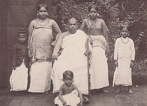 Brahmin family in Kerala (1902).jpg