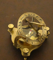 Bronze compass sundial 005.png