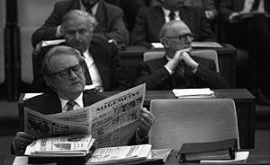 Westdeutsche Allgemeine Zeitung - Johannes Rau, reading the WAZ (1988)