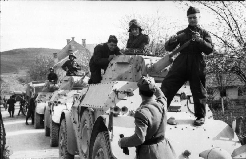 Bundesarchiv Bild 101I-602-B1242-25A, Balkan, italienische Sp%C3%A4hpanzer