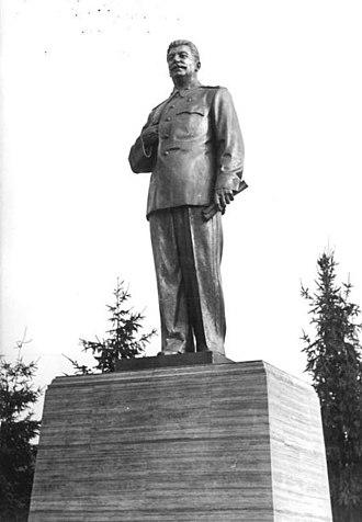 Stalin Statue (Berlin) - Statue of Stalin on Stalinallee in Berlin-Friedrichshain, 1951
