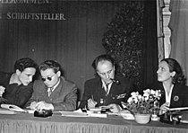 Bundesarchiv Bild 183-23686-0003, Leipzig, Konferenz junger Autoren, sowjetische Gäste.jpg