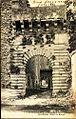 Buoux Porte de la Cour d'honneur du Chateau.jpg