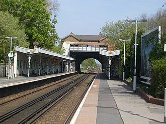Burgess Hill railway station - Northward view of the platforms in 2007