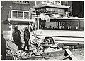 Bus rijdt pand Van Eedenstraat binnen, NL-HlmNHA 1478 3846.jpg