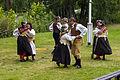 By folkdanslag på Hedemora gammelgård 2014 01.jpg