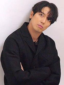 CNBLUE 씨엔블루 촬영장 스케치 정용화.jpg