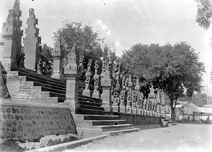 Pura Meduwe Karang - A parade of Ramayana sculptures in the front of the temple complex.