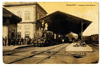 Campanhã railway station - A view of the platform and passengers waiting at the updated Campanhã station (1899)