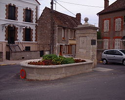 Camus Monument in Villeblevin France 17-august-2003.1.JPG