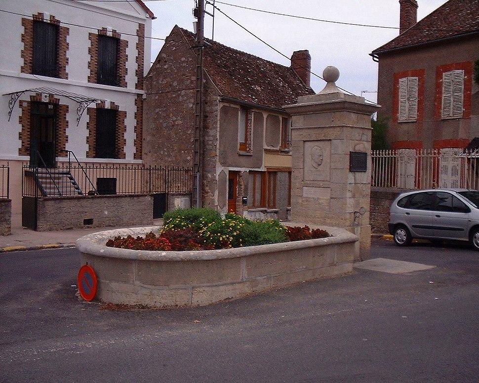 Camus Monument in Villeblevin France 17-august-2003.1