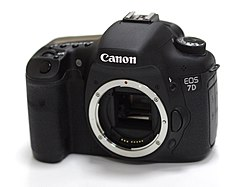 Canon EOS 7D front 06.jpg