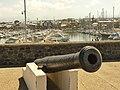 Canon du port de Saint-Pierre tourné vers le large.jpg