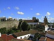 Castle walls Serpa.JPG