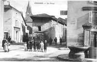 Cessieu, la place en 1925, p 36 de L'Isère les 533 communes - cliché V Glatier, Cessieu.tif