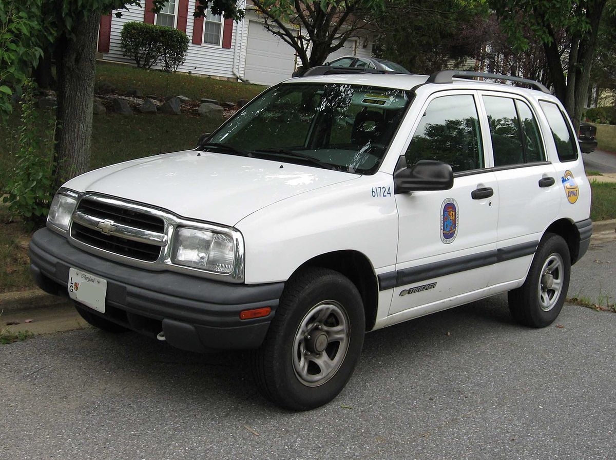 1200px Chevrolet Tracker 4door chevrolet tracker (americas) wikipedia 2000 Chevy Silverado Wiring Diagram at panicattacktreatment.co