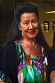 Christine Stoffers Art-Couture-Coach Hannover Sängerin auf der Merz-Karaoke Merz-Fest vor dem Kubus Zinnober-Kunstvolkslauf.jpg