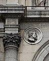 Colonne corinthienne et médaillon - façade de l'ancien musée-bibliothèque de Grenoble 04.jpg