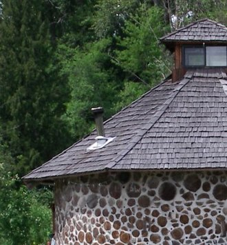 Cordwood construction - A section of a cordwood home.