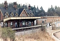 Crowthorne Railway Station.jpg