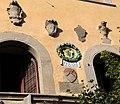 Cutigliano, palazzo dei capitani della montagna, stemmi 08.jpg