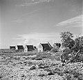 De slavenhuisjes bij de zoutpannen op Bonaire, Bestanddeelnr 252-8392.jpg