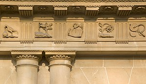 Frieze - The Circus (Bath), UK. Architectural detail of the frieze showing the alternating triglyphs and metope. (John Wood, the Elder, architect)