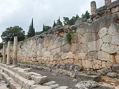 Delphi, Stoa der Athener 2015-09 (1).jpg