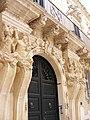 Dettaglio colonne del palazzo turrisi.jpg