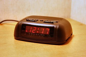 English: Digital clock of a basic design commo...