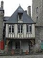 Dinan (22) Place Saint-Sauveur n°10.JPG
