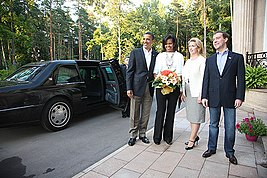 Dmitry Medvedev and Barack Obama 6 July-17.jpg