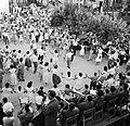 Dorpsbewoners dansen sardana op een plein, begeleid door een blaasorkest, Bestanddeelnr 254-0855.jpg