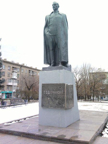 File:Dzerzhinsky (Luhansk).jpg