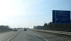 E95 ie M20 highway sign in Leningrad oblast Russia towards Luga and Pskov.jpg