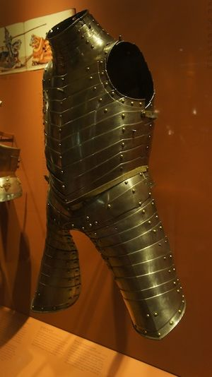 Earl of Pembroke's Armour - Side view of the armour