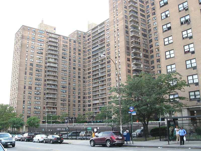 Файл:Ebbets Field Apartments jeh.JPG