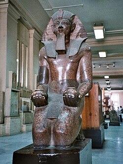 https://upload.wikimedia.org/wikipedia/commons/thumb/4/43/Egypt_Queen_Pharaoh_Hatshepsut_statue.jpg/250px-Egypt_Queen_Pharaoh_Hatshepsut_statue.jpg