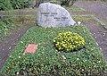 Ehrengrab Potsdamer Chaussee 75 (Niko) Herbert Theis.jpg
