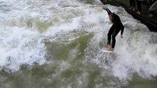 Ficheiro:Eisbach surfen v1.ogv