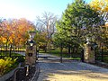 Executive Mansion Entrance during Autumn - panoramio.jpg