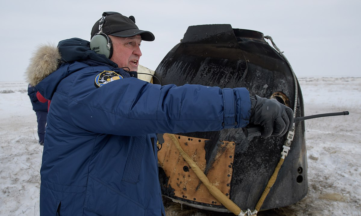 Expedition 57 Soyuz MS-09 Landing (NHQ201812200012).jpg