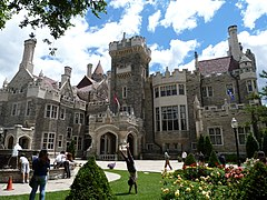 Exterior of Casa Loma, June 2012.jpg