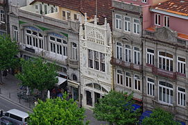 Exterior of the Lello Bookstore in Porto - Apr 2011.jpg