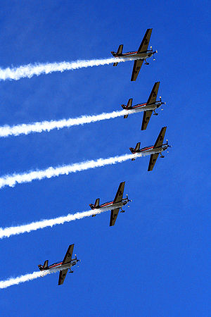 Halcones - The Halcones making aerobatics.