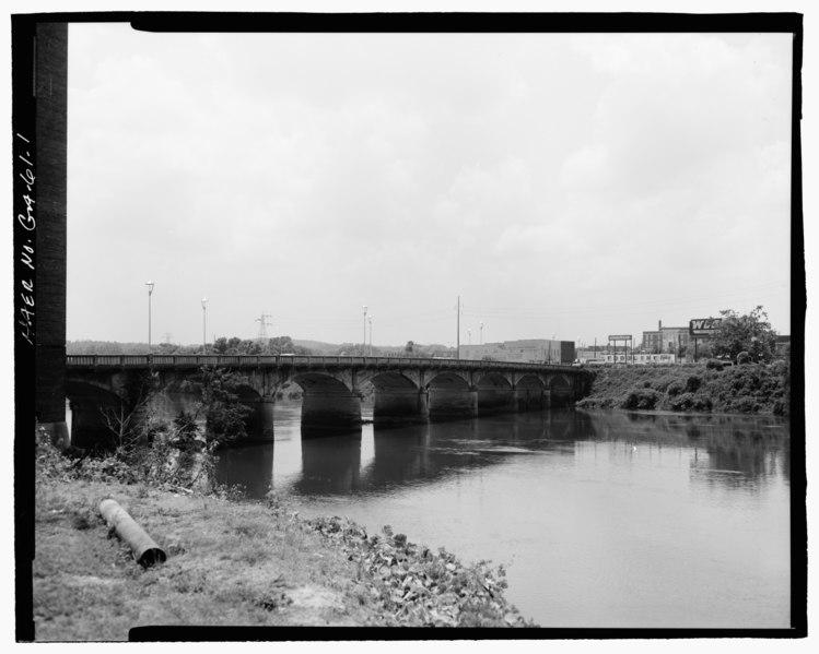 File:FACING SOUTHWEST FROM EAST RIVERBANK OF NORTH SIDE OF BRIDGE - Fourteenth Street Bridge, Spanning Chattahoochee River, Columbus, Muscogee County, GA HAER GA-61-1.tif