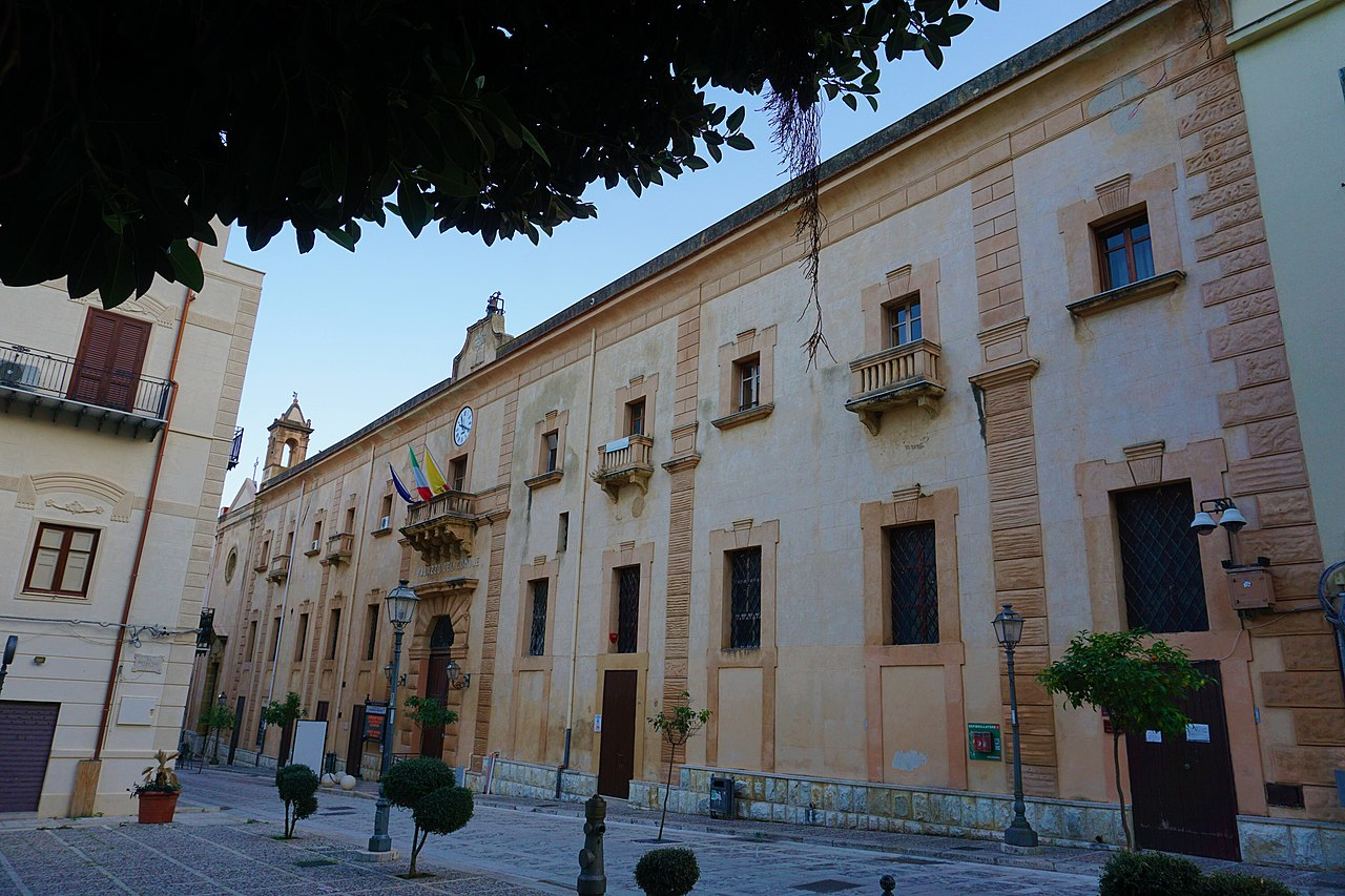 Facciata Palazzo Crociferi.jpg